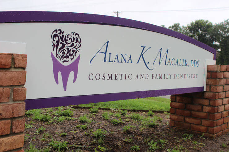 Office Sign of Dr. Macalik, Arlington Texas Dentist